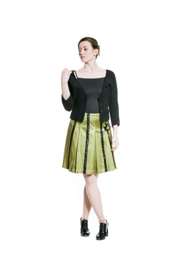 Kellerfaltenrock grün schwarz mit schwarzer Cashmerejacke Ansicht 2