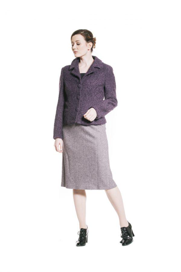 violette Wollstoffjacke mit Tweedrock Ansicht 1