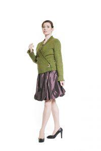 violetter Ballonrock und grüne Tweedjacke Ansicht 1