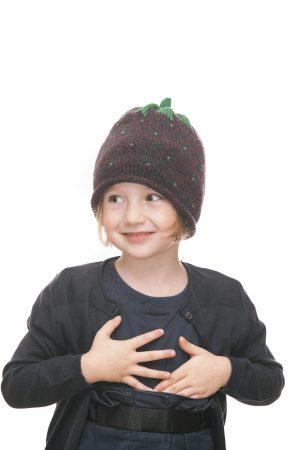 handgestrickte Erdbeerhaube aus beerenfarbiger Wolle für 2-6 Jahre Ansicht 3