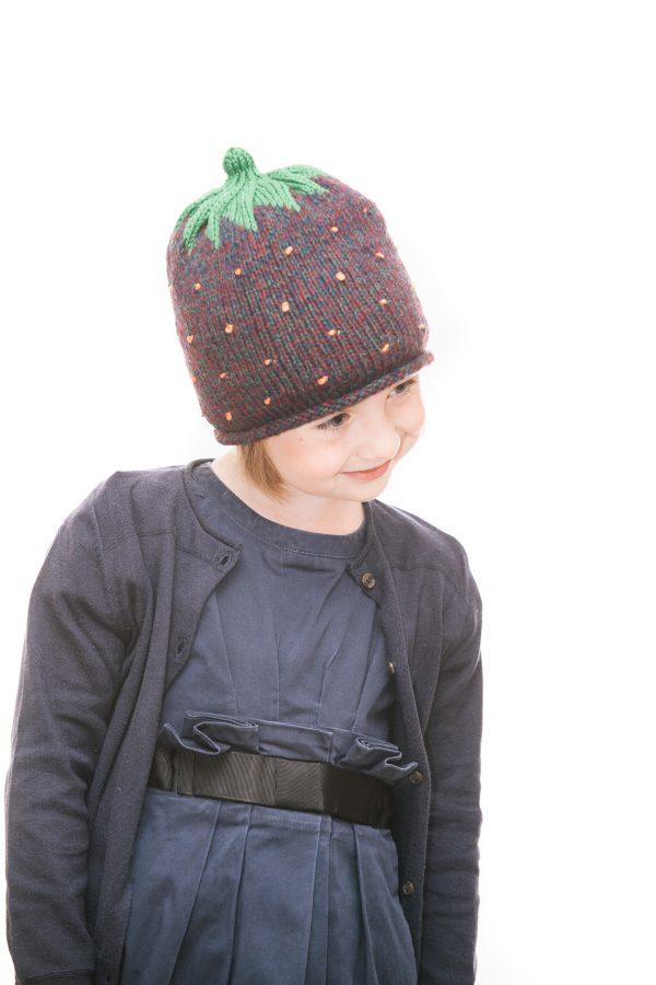 handgestrickte Erdbeerhaube aus beerenfarbiger Wolle für 2-6 Jahre Ansicht 5