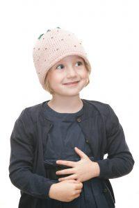 handgestrickte Erdbeerhaube aus rosa Bambusgarn für 2-6 Jahre Ansicht 1