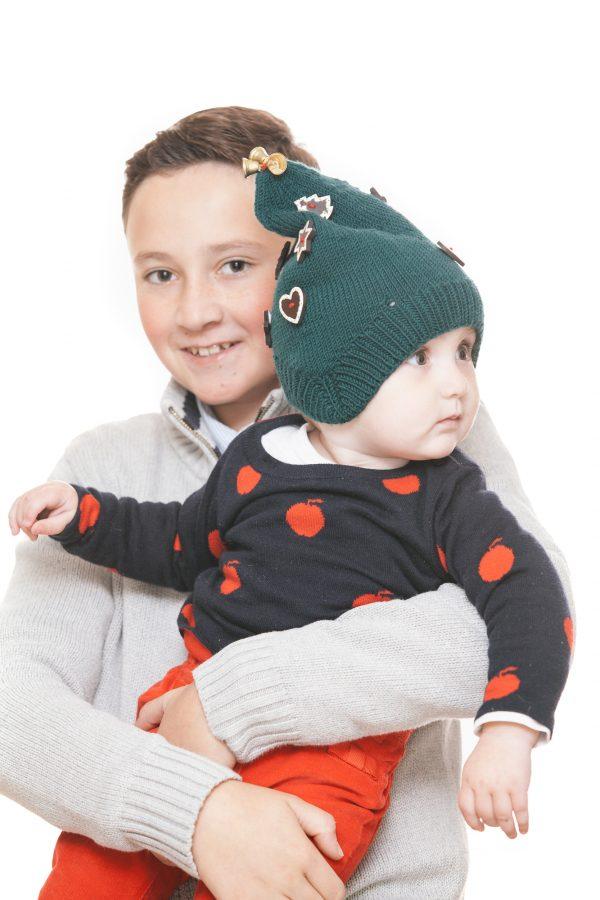 handgestrickte Zipfelmütze aus grüner Merinowolle mit Lebkuchenknöpfen und Glöckchen für 1-6 Jahre Ansicht 1