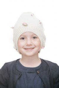handgestrickte Zipfelmütze aus weißer Merinowolle mit rosa Satinrößchen für 1-6 Jahre Ansicht 1